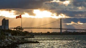 Traverser la frontière au quotidien : Travailler aux É.-U., mais vivre au Canada