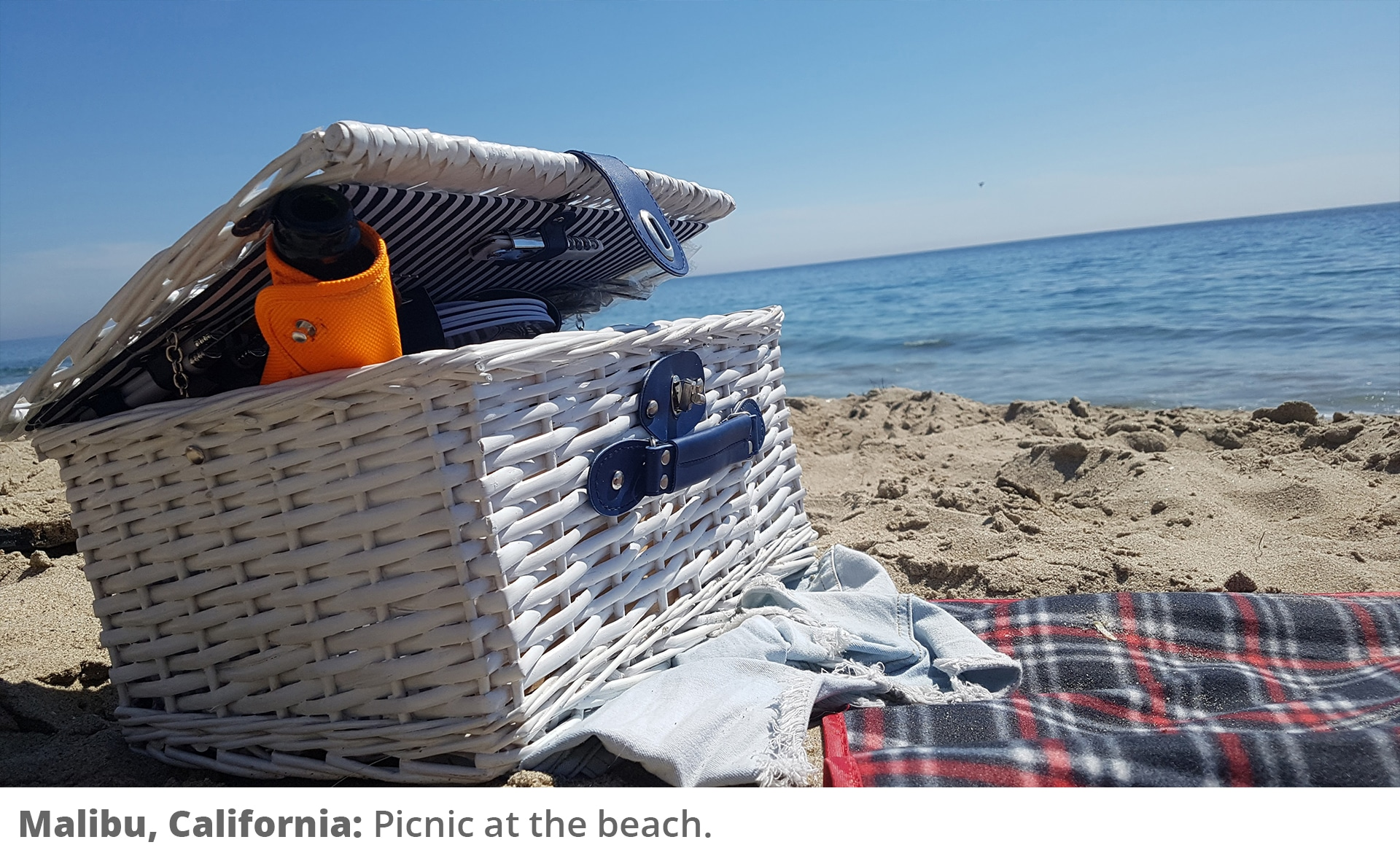 Honeymoon Road Trip - Picnic at the beach